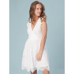 Dresses & Skirts - Adorable lace white plunge dress